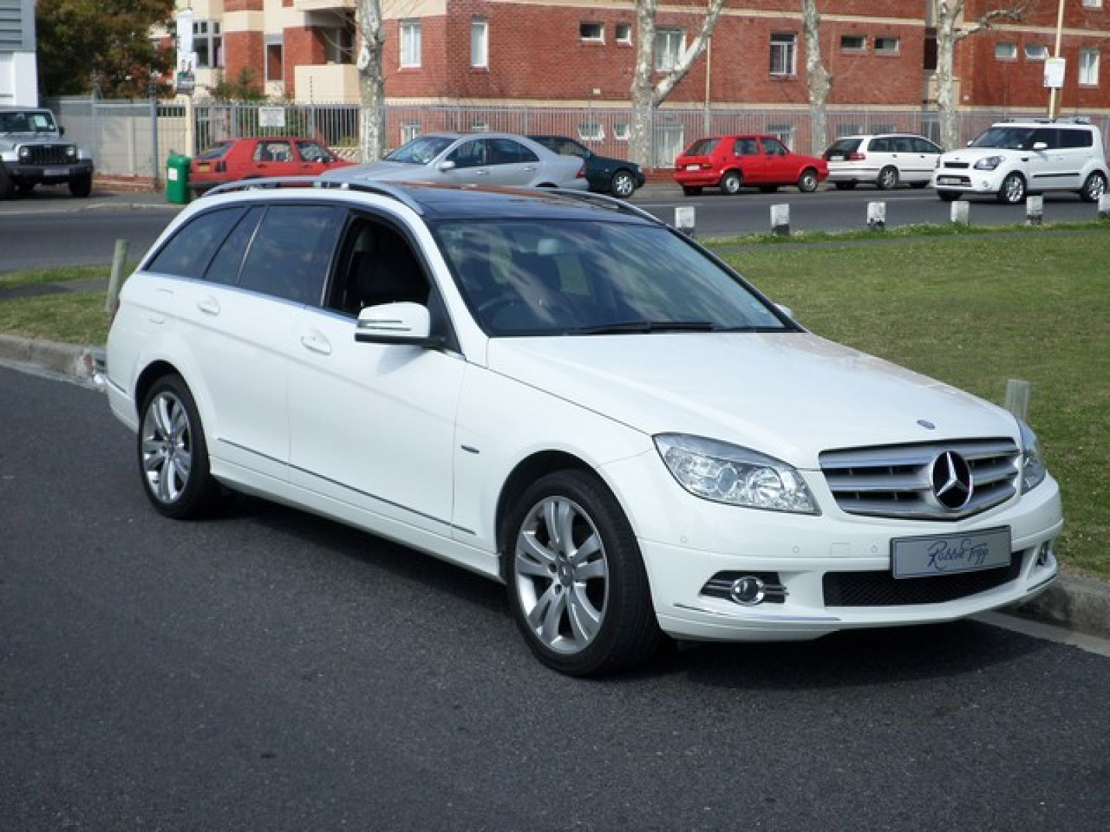 Robbie tripp motors used mercedes benz car dealer cape for Mercedes benz estate cars
