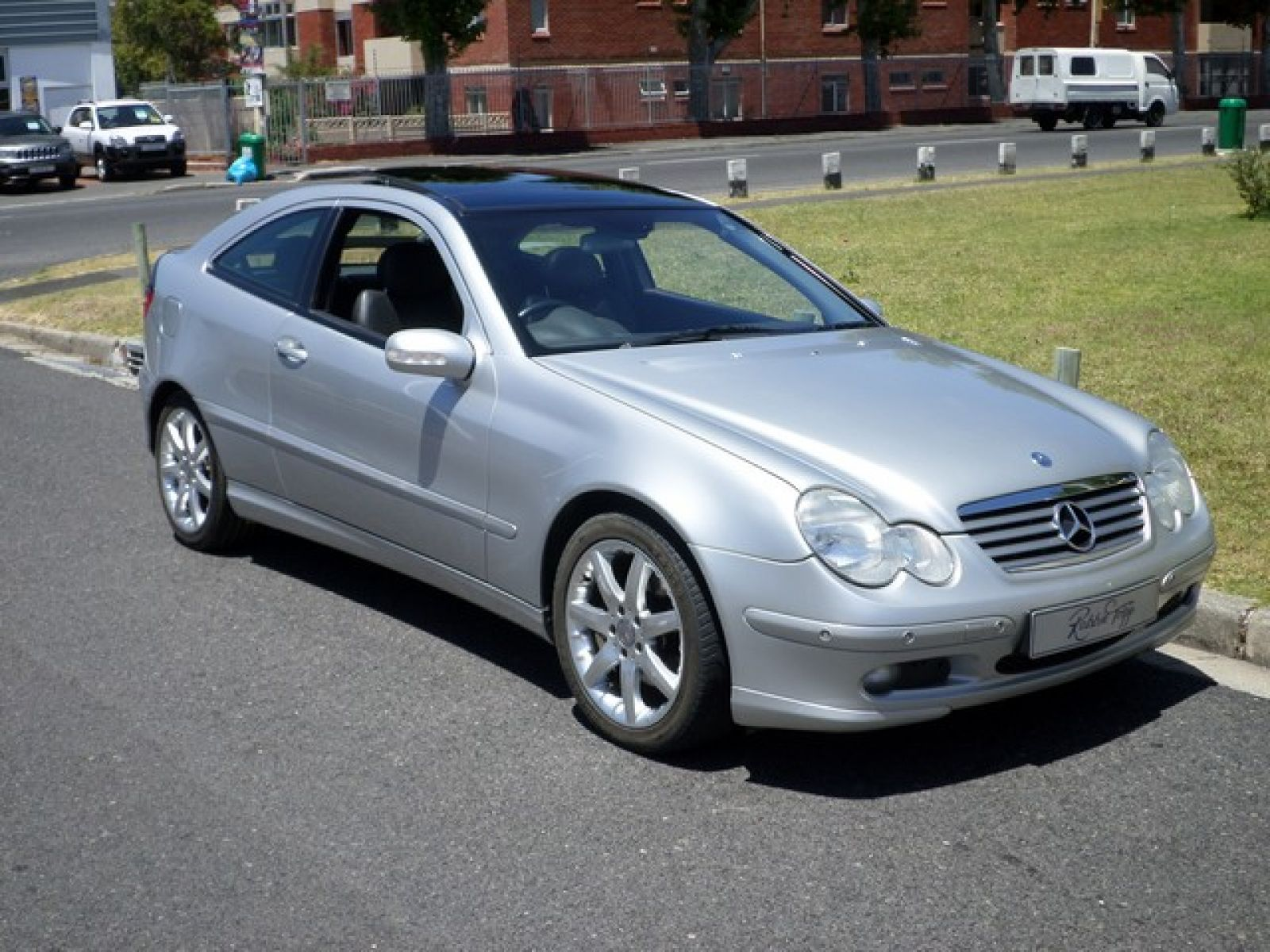 Robbie tripp motors used mercedes benz car dealer cape for 2002 mercedes benz c class coupe
