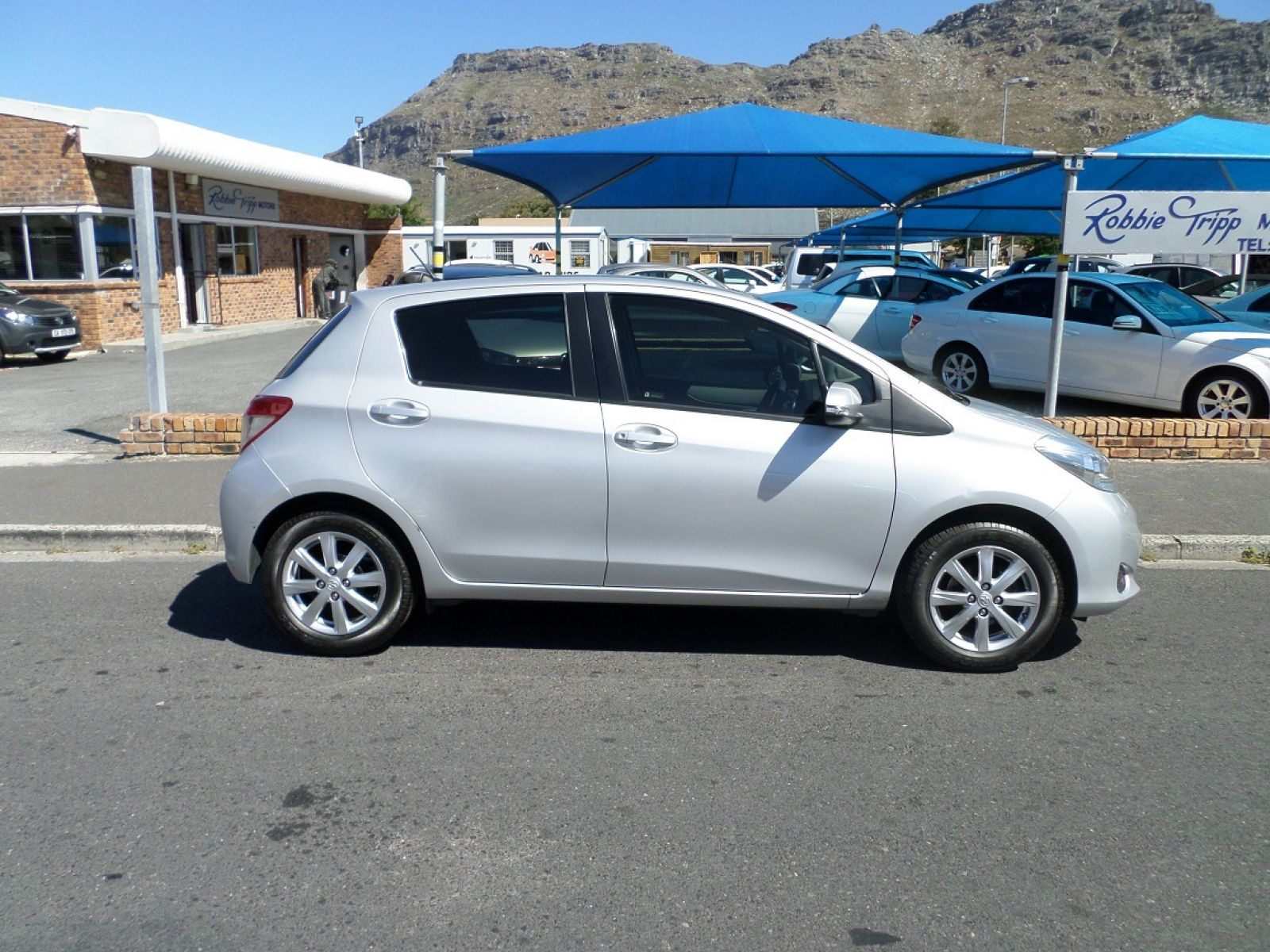 in inventory toyota details for or le door at sale sales auto troutdale yaris apex